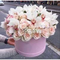 Орхидеи и розы в коробке R798
