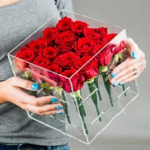 Розы в прозрачной коробке R843