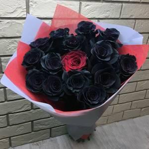 Букет 15 роз (черные и 1 красная) с оформлением R836