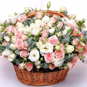 Корзина с пионовидными розами и эустомой R271