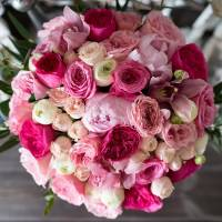 Сборный букет пионы и пионовидные розы с упаковкой R410