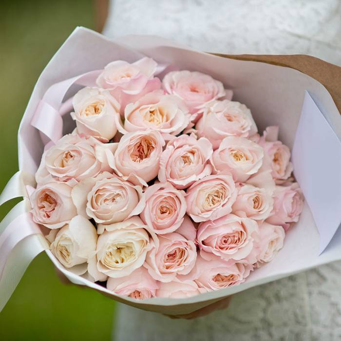 Букет 21 пионовидная роза R401