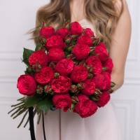 Букет 15 кустовых пионовидных роз R73