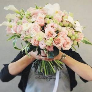 Букет кремовых роз R482
